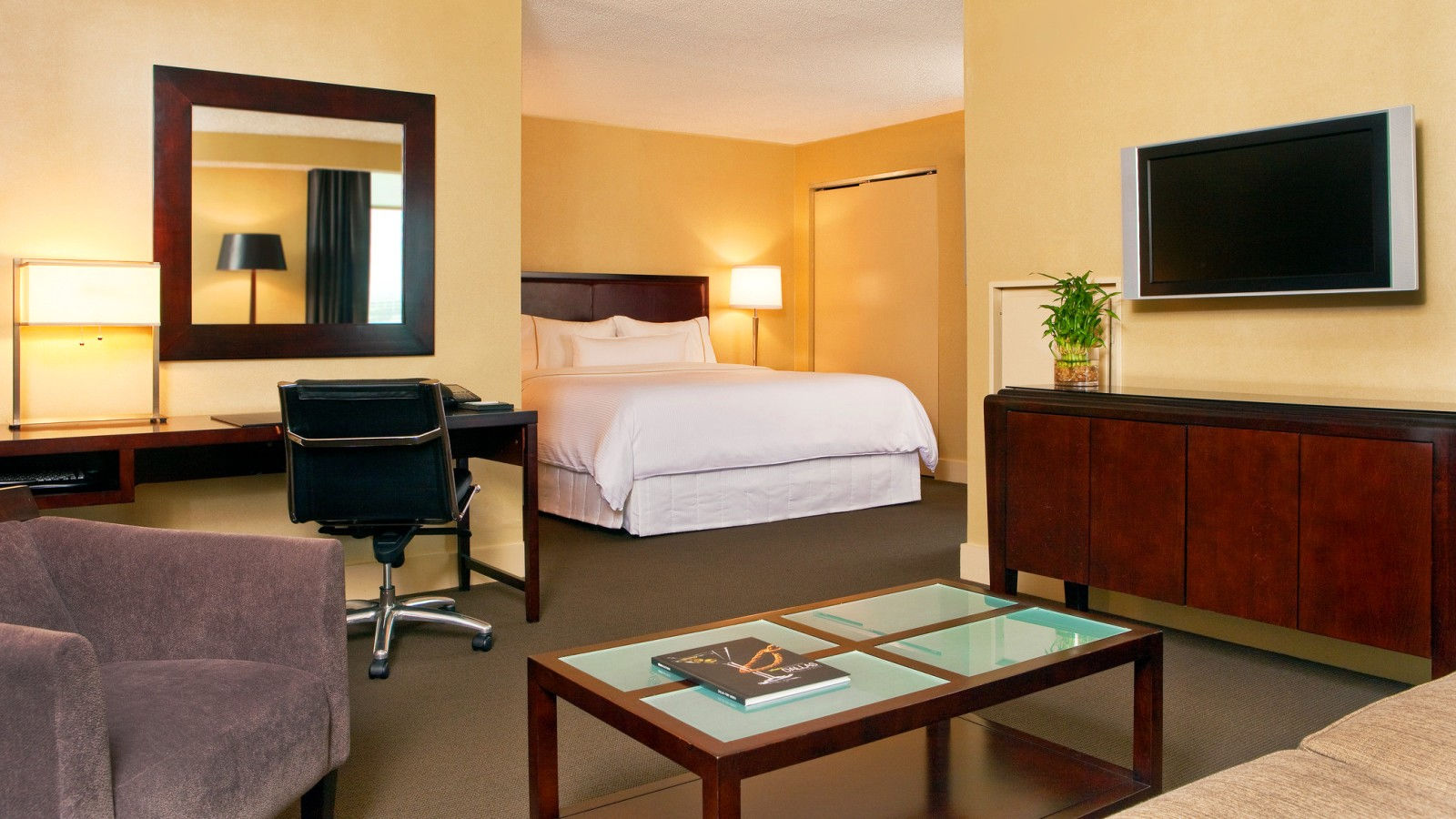 Executive Corner Suite Rooms - The Westin Dallas Fort Worth Airport